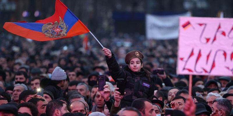 Ermenistan'da kriz sürüyor! Yine imzalamadı