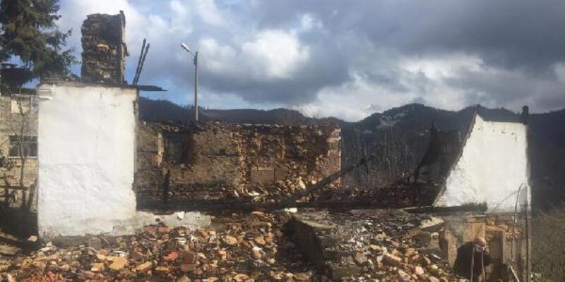Giresun'da 4 yıl arayla dede ve baba yadigarı evleri yandı