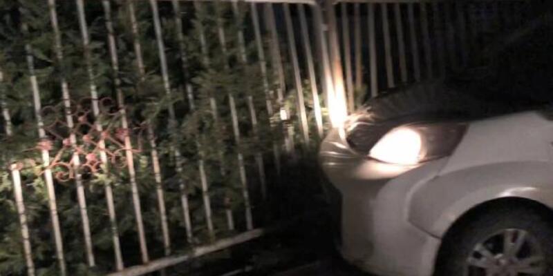 Uyuşturucu tacirleri polisten kaçarken kaza yaptı