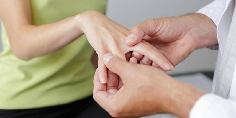 Parmak Uyuşması Neden Olur? Parmak ve El Uyuşması Nasıl Geçer, Nasıl Tedavi Edilir?