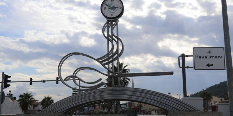 Gazipaşa'da Osmanlı tuğralı saatin kaldırılması tartışması: Biz Osmanlı kasabası değiliz