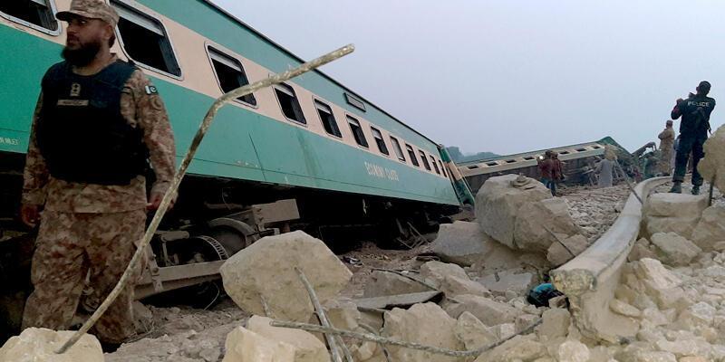 Pakistan'da tren raydan çıktı: 1 ölü, 40 yaralı