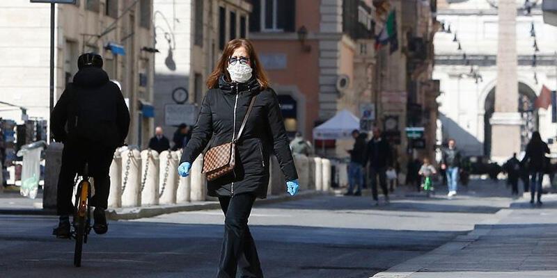 İtalya'da Kovid-19 salgınında son 24 saatte 20 bin 765 yeni vaka kaydedildi