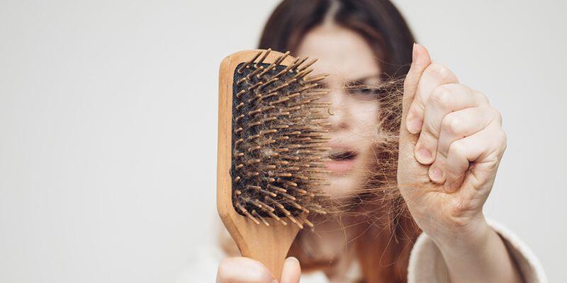 Saç Dökülmesi Neden Olur, Belirtileri Nelerdir? Saç Dökülmesi Nasıl Tedavi Edilir?