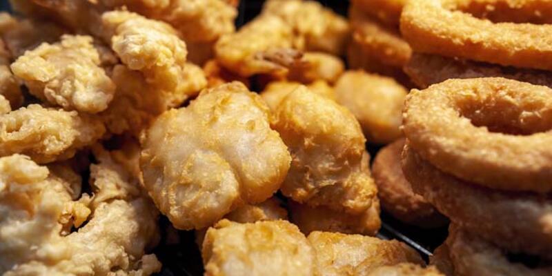 Ultra işlenmiş gıdalar yoluyla sağlıksız beslenme obez yapıyor