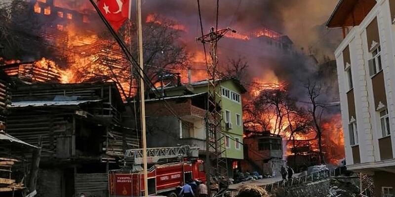 Son dakika... Bakan Kurum'dan Artvin'deki yangınla ilgili açıklama: 6 ay içerisinde yenilerini inşa edeceğiz