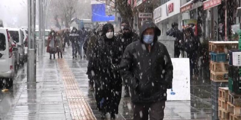 Muş'ta mart ayında kar yağışı