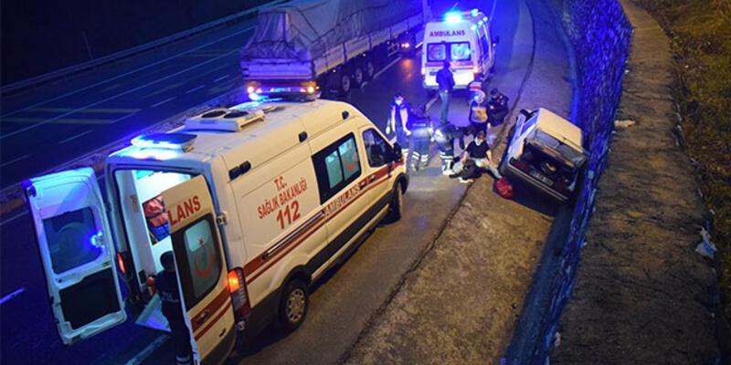 Otomobil istinat duvarına çarptı: Yaralılar var