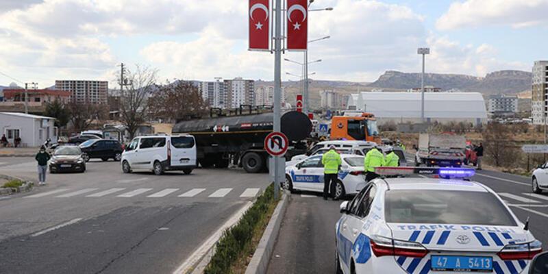 Mardin'de zift yüklü tanker ile otomobil çarpıştı: 2 yaralı