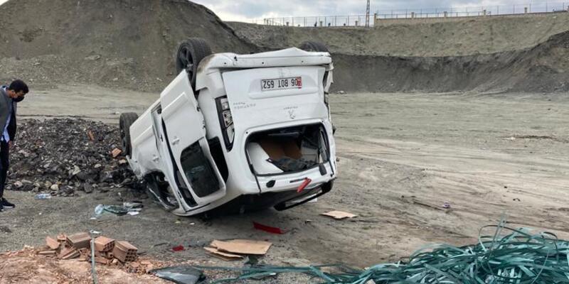 Hafif ticari araç devrildi: 3 yaralı