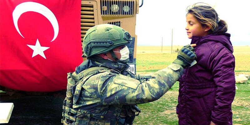 Mehmetçikten Barış Pınarı bölgesine insani yardım