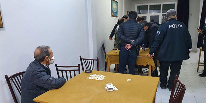 Adana'da kahvehaneye baskın: Ceza yağdı