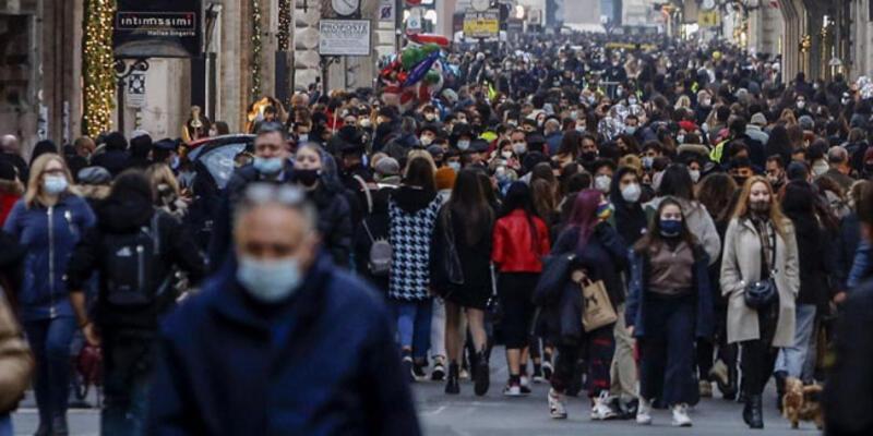 İtalya'da son 24 saatte 23 bin 987 koronavirüs vakası kaydedildi