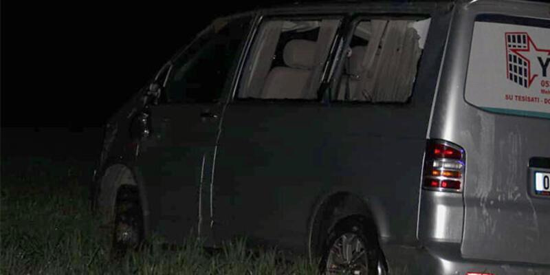Hafif ticari araç şarampole devrildi: Ölü ve yaralılar var