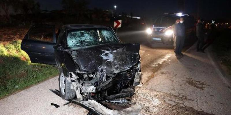 İki otomobil çarpıştı: 1 ölü, 7 yaralı