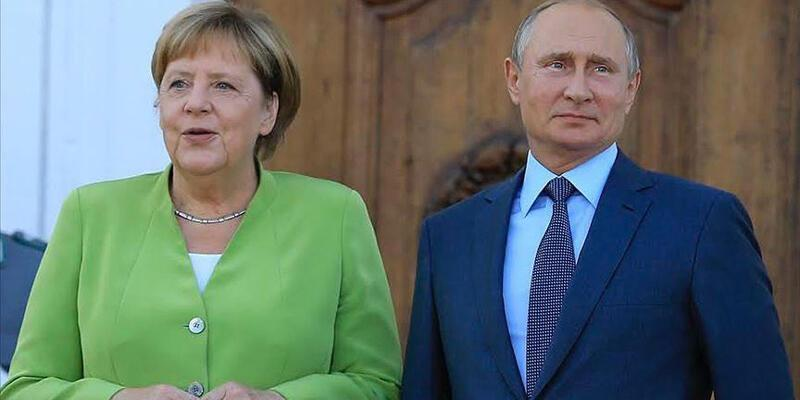 Son dakika... Putin ve Merkel Ukrayna'daki krizi görüştü