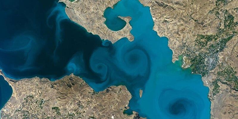 Bakan Kurum'dan NASA yarışmasındaki Van Gölü fotoğrafına destek çağrısı
