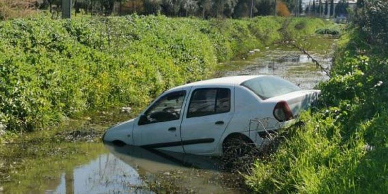 Otomobil kanala uçtu, sürücü şans eseri yara almadı
