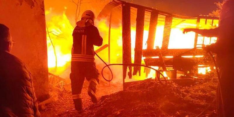 Ahırda çıkan yangın paniğe neden oldu