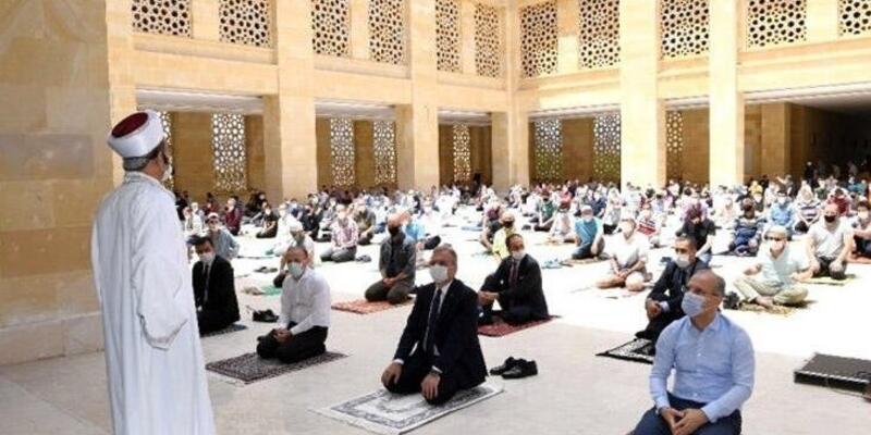 Bugün Cuma namazı camilerde kılınacak mı? 23 Nisan camiler açık mı? Camilerde Cuma namazı kılınacak mı?