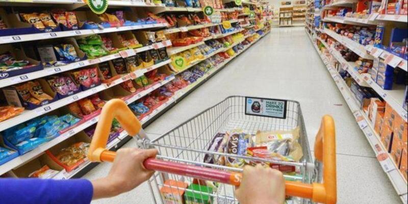 Hafta sonu marketler kaça kadar açık, kaçta kapanıyor? Marketler kaçta açılıyor? Pazar günü market çalışma saatleri 24-25 Nisan 2021!