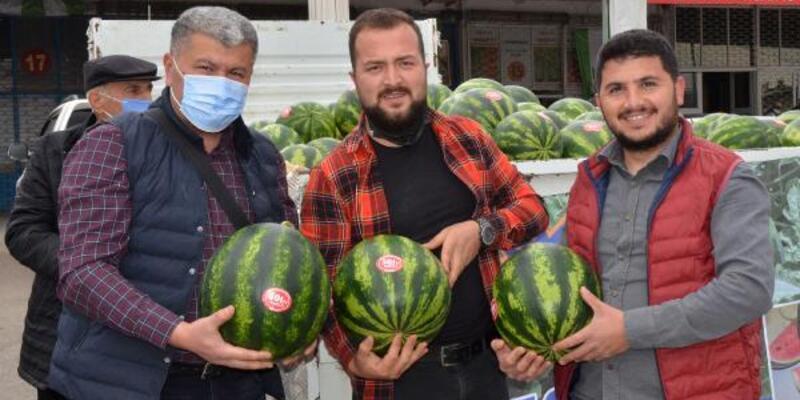 Antalya'da mevsimin ilk karpuzu 7 lira