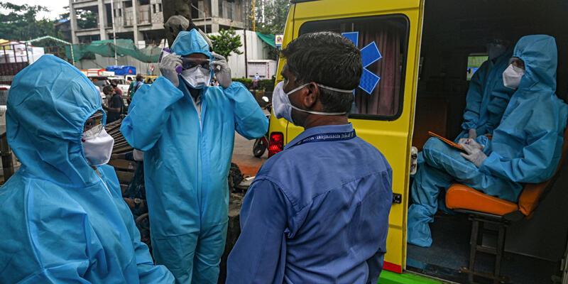 Hindistan'da COVID-19 salgınında günlük vaka sayısı 261 bini aştı
