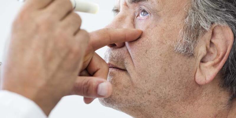 Uzmanından uyarı: Sarı nokta hastalığı olan kişilere akıllı mercek takılmamalı