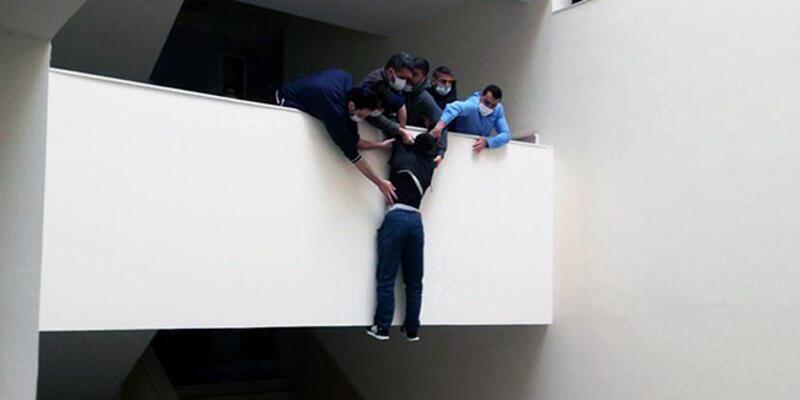 Hırsızlık şüphelisi tutuklanınca, adliyede intihara kalkıştı
