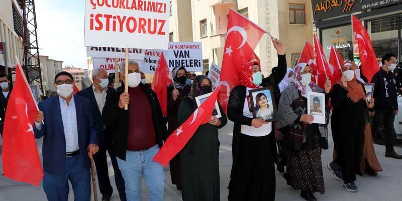 Evlat eylemine katılan aileler: Çocuklarımızın kaçırılmasında HDP sorumlu