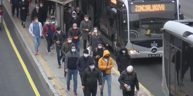 Toplu taşımada yoğunluk isyanı: Yanımdakiyle aramda 20 santimetre mesafe var