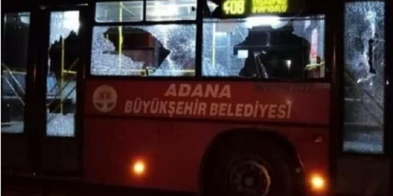 Yol verme kavgasında otobüsü taşladılar