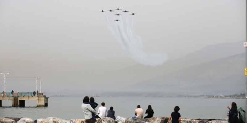 Türk Yıldızları nefes kesti! Sahile akın ettiler