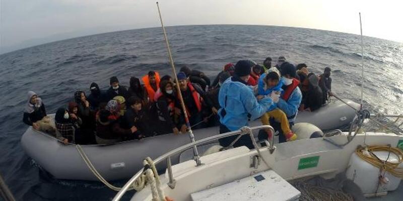 Lastik bottaki 54 kaçak göçmen kurtarıldı