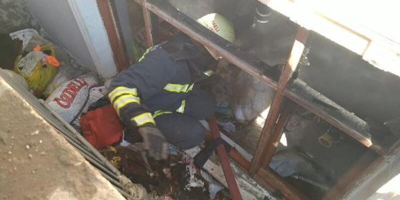 Çöp dolu evde yangın: 1 kişi dumandan etkilendi, kuşlar öldü