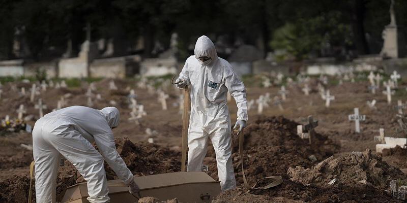 Brezilya'da yeni tip koronavirüs (Kovid-19) nedeniyle son 24 saatte 3 bin 321 kişi yaşamını yitirdi.