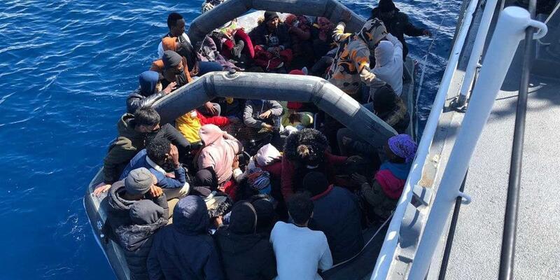 Dikili açıklarında 36 kaçak göçmen kurtarıldı