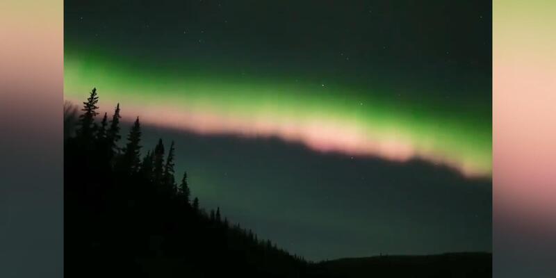 Alaska'da Kuzey Işıkları'nın gökyüzündeki büyüleyici dansı