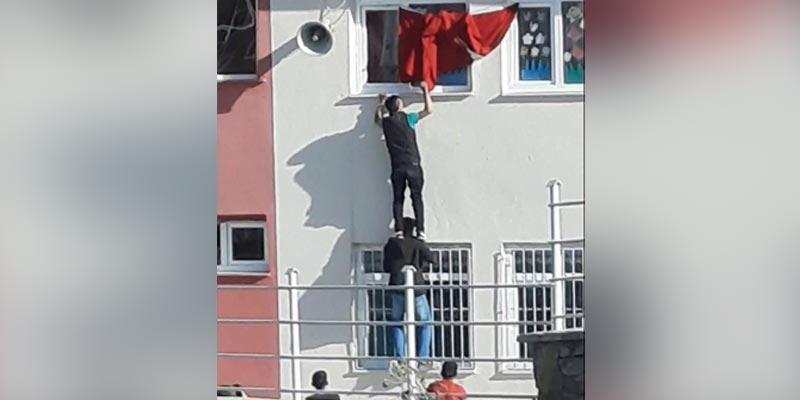 Türk bayrağı için tehlikeli tırmanış