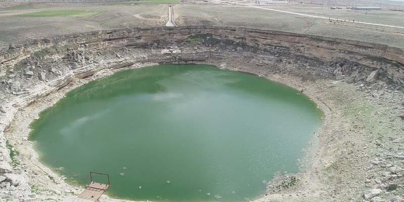 Timraş Obruk Gölü'nün suyu 8 metre azaldı