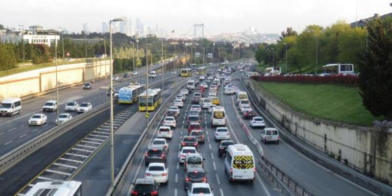 82 saatlik kısıtlama sonrası İstanbul'da trafik yoğunluğu