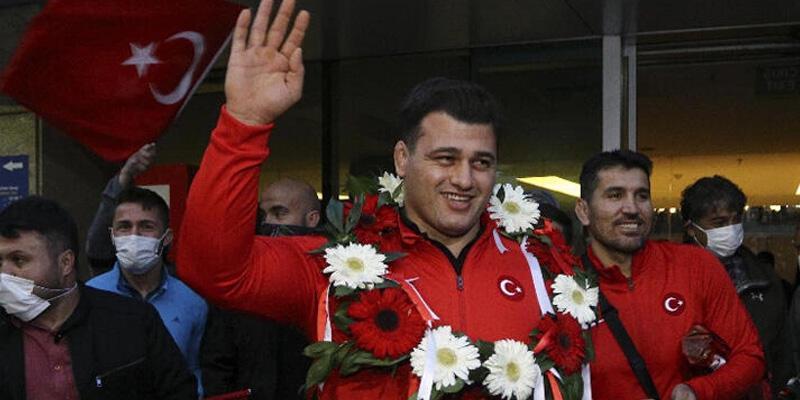 Cumhurbaşkanı Yardımcısı Oktay, milli sporcu Rıza Kayaalp'i tebrik etti