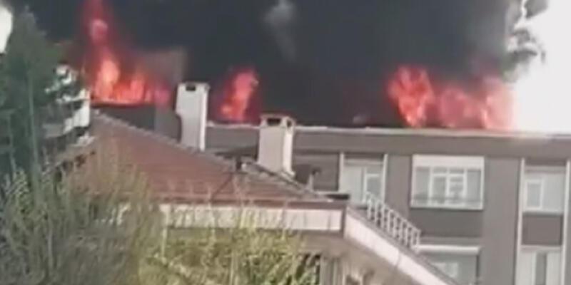 Bağcılar'da binanın çatısında yangın