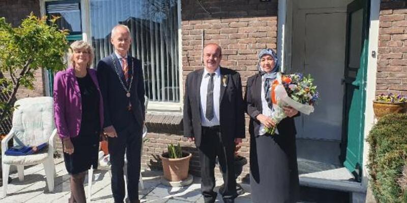 Hollanda'da 16 Türk'e kraliyet nişanı verildi