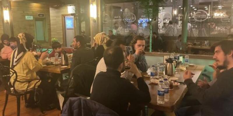 Ataşehir'de kısıtlamaya rağmen açık restorana baskın