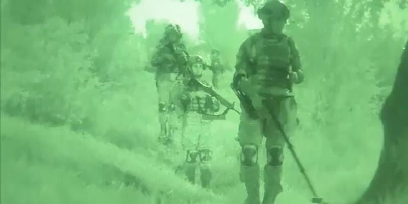 Kahraman komandolar adım adım terör temizliği gerçekleştiriyor
