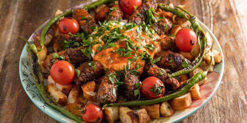 28 Nisan 2021 Günün iftar menüsü; Köfteli Kebap, Ispanak Topları ve Peynirli Tel Kadayıf
