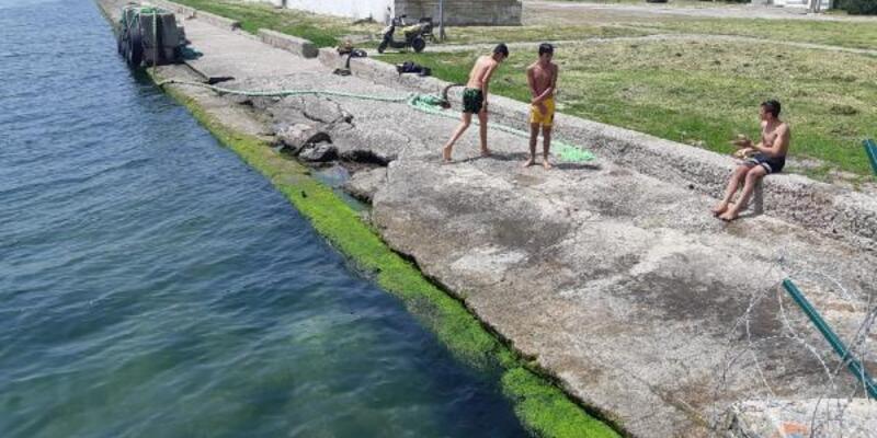 Kocaeli'de çocukların deniz keyfi