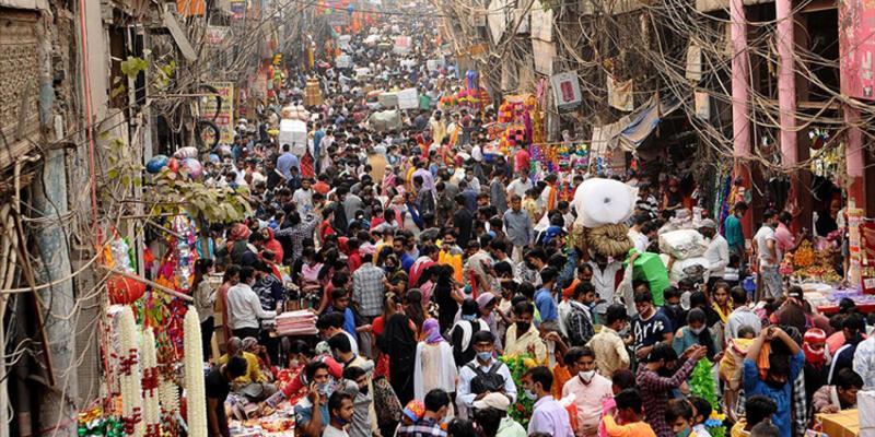 Hindistan'dan dönüş yolculuğu geçici olarak yasadışı ilan edildi, dönenler hapis cezası alabilir