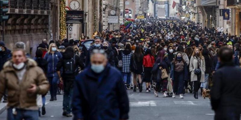 İtalya'da son 6 ayın en düşük ölü sayısı kaydedildi